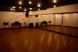 堺筋本町徒歩3分!全面フローリングのスタジオです。の写真