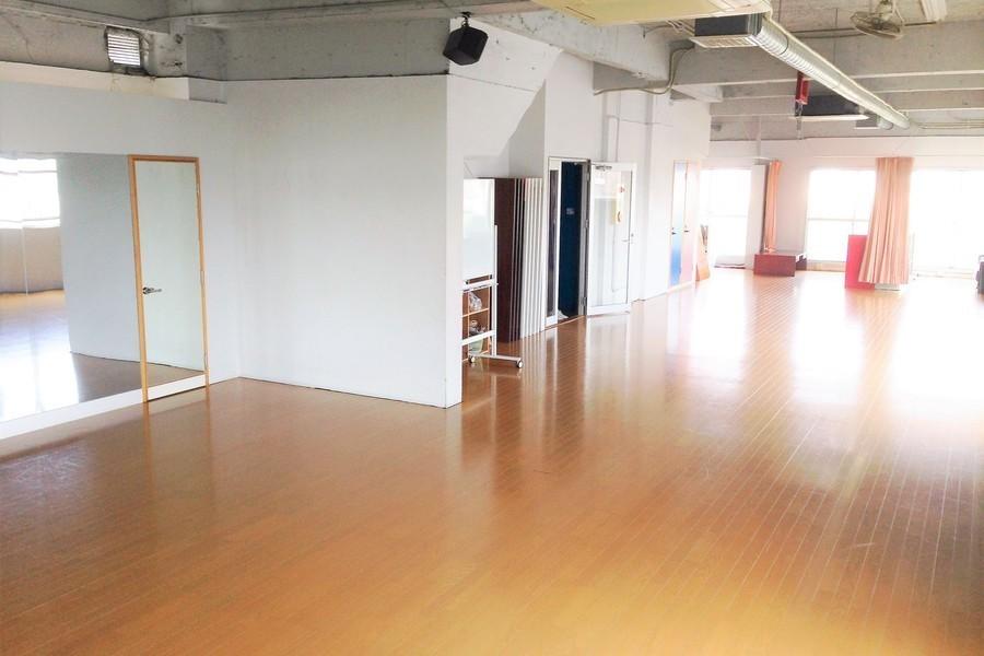 トレーニングジム&レンタルスタジオ サン・ワークアウト : 多目的スペース(6階)の会場写真
