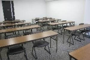 銀座駅徒歩3分!会議やセミナーに最適な貸し会議室 スクール型24名収容可能の写真