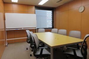 【札幌駅至近!】最大収容人数10名。綺麗な貸会議室!の写真