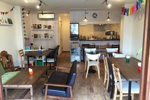 おしゃれかわいいカフェの店内。の写真