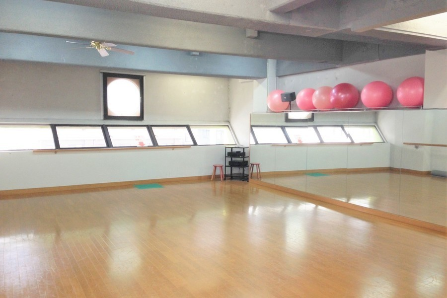 トレーニングジム&レンタルスタジオ サン・ワークアウト : 多目的スペース(3階)の会場写真