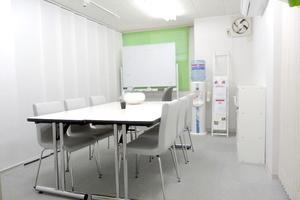 少人数教室や会議に!アクセス良好な会議室の写真