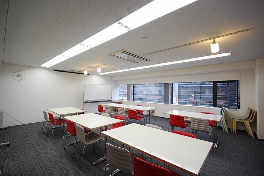 新宿レンタル会議室 SO! : 24名用 大会議室の会場写真