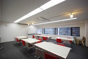 新宿レンタル会議室 SO!: 24名用 大会議室の会場写真