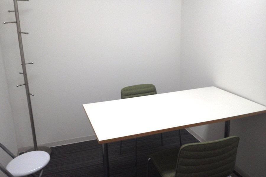 新宿レンタル会議室 SO! : 3名用 小会議室の会場写真
