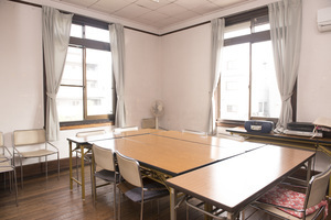 W.Mヴォーリズ建築の風情ある建物の2階の部屋です。10名以上収容可能です。の写真