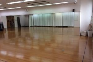 駅から徒歩1分! 10m幅の大きな鏡でダンスレッスン、カルチャースクールにも利用可能♪の写真