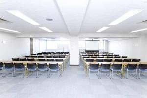 川崎駅徒歩3分!72名収容可能の貸し会議室 会議室Aの写真
