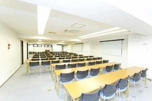 浜松町徒歩2分の好立地!〜50名収容可能な貸し会議室の写真