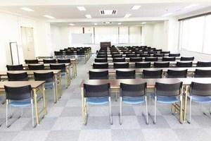 上野駅近く!84名収容可能の貸し会議室の写真
