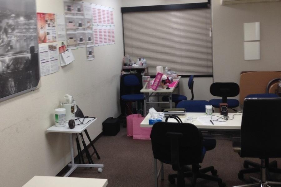 ネイルスタジオ道玄坂 : ネイルスペース(貸しデスク)の会場写真