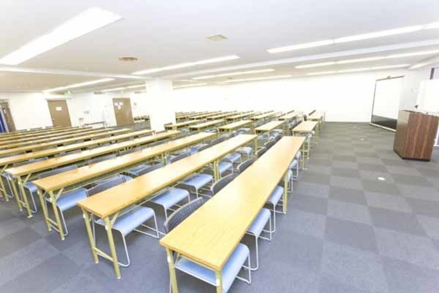ハロー貸会議室 大宮東口 : 会議室(41〜71名ご利用可能プラン)の会場写真