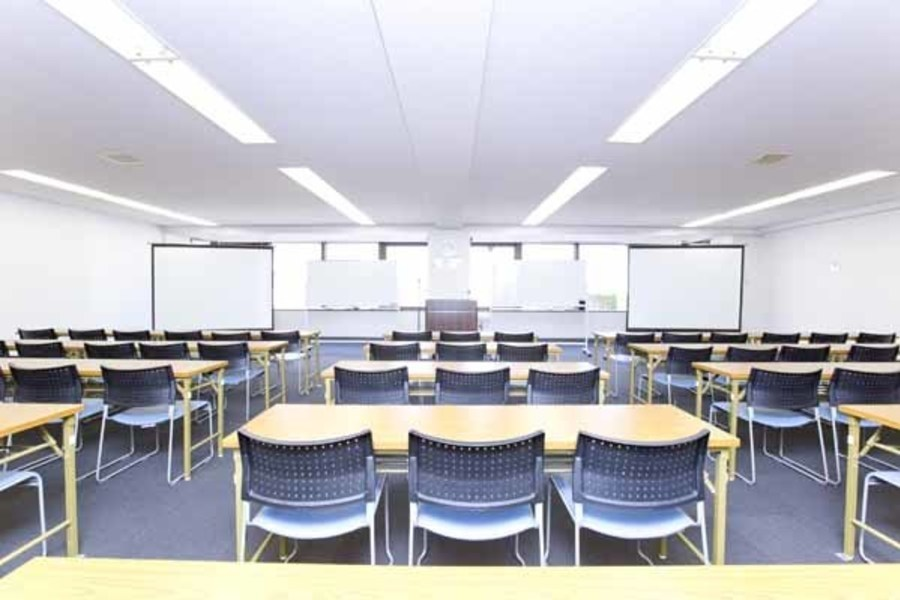 ハロー貸会議室 大宮東口 : 会議室(71〜141名ご利用可能プラン)の会場写真