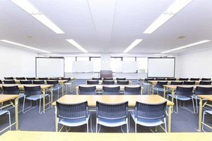 ハロー貸会議室 大宮東口: 会議室(71〜141名ご利用可能プラン)の会場写真
