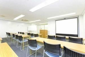 茅場町駅目の前!63名収容可能な大型会議室の写真