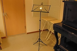 パンテサロン音楽教室 : センター北駅前レンタル防音室 201B室【夜間21:00以降~25:00】の会場写真