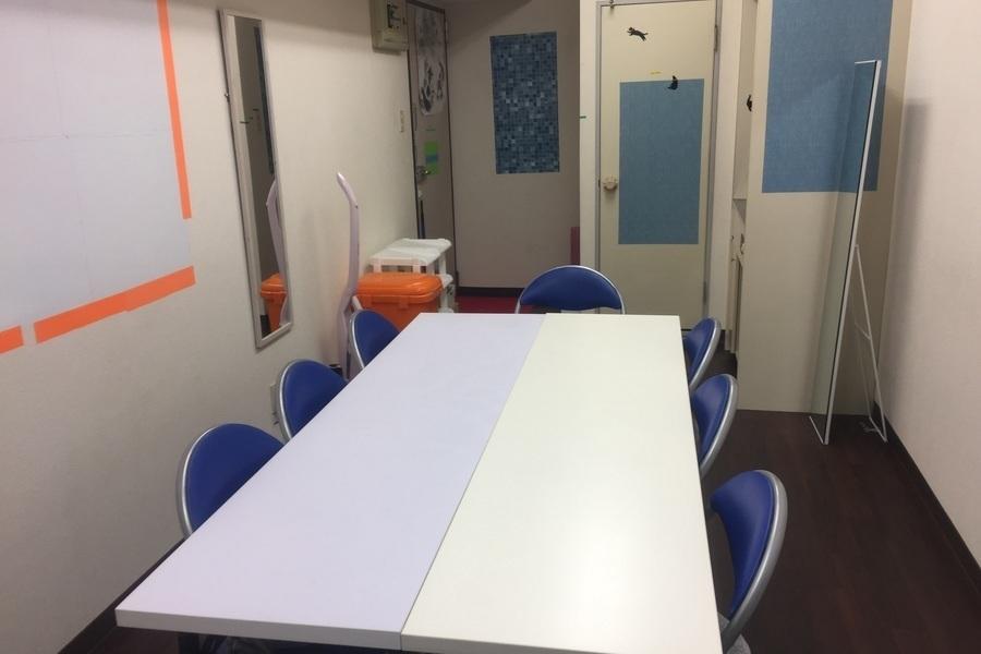 サニープラザ新宿御苑ビル会議室『ドラッカー』 : 会議室の会場写真