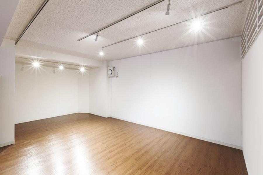 レンタルスペース「カリテ」 : 多目的スペース(展示スペース、会議スペース向き)の会場写真