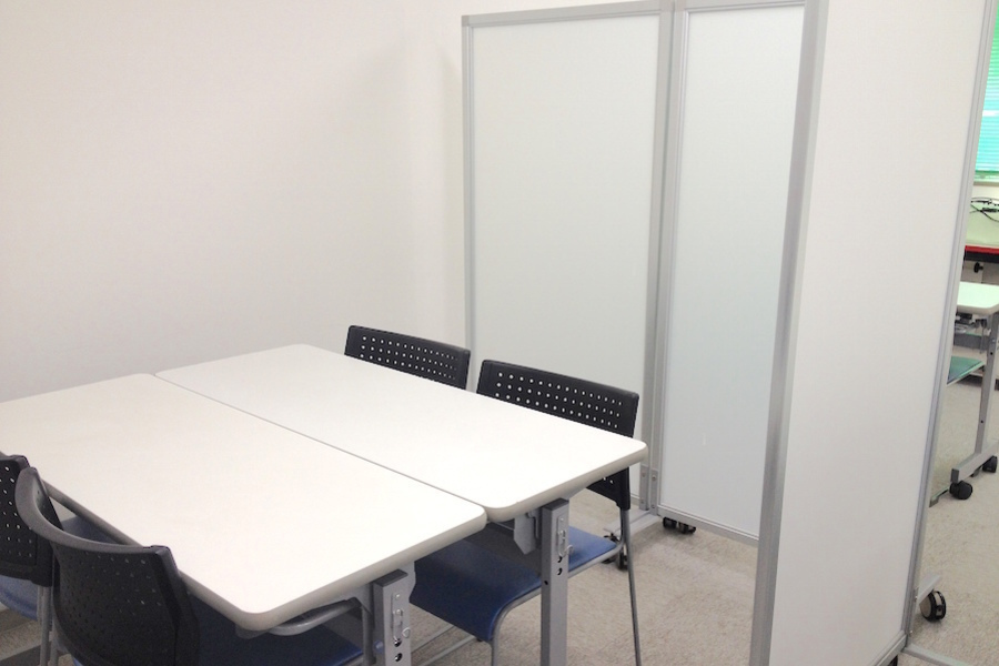 金山貸し会議室「デンファレ」 : 打ち合わせスペースA(4名・非営利)の会場写真