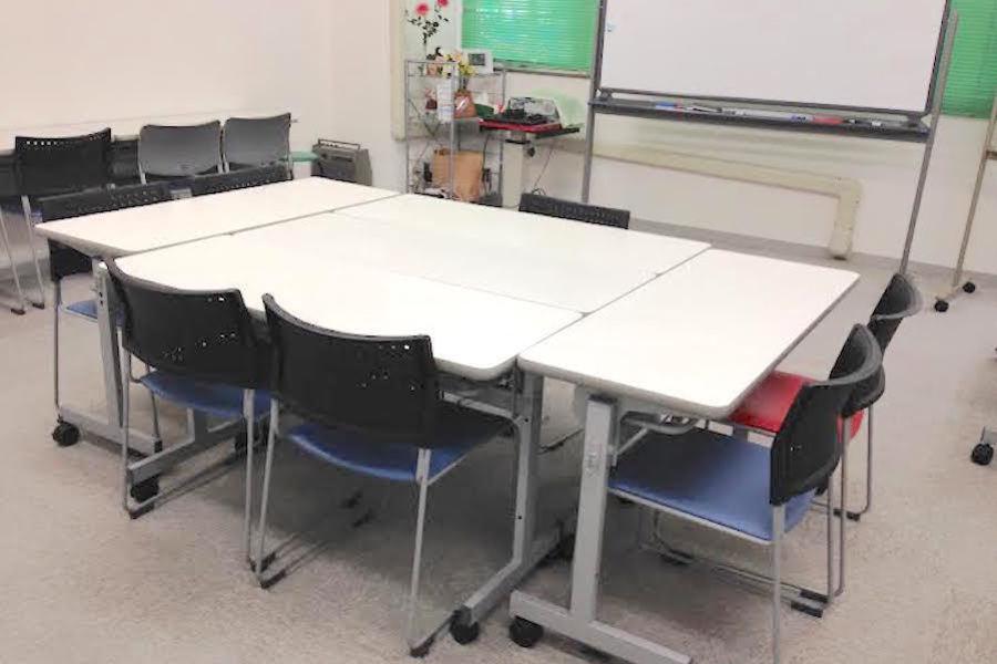 金山貸し会議室「デンファレ」 : 打ち合わせスペースC(8名・営利可)の会場写真