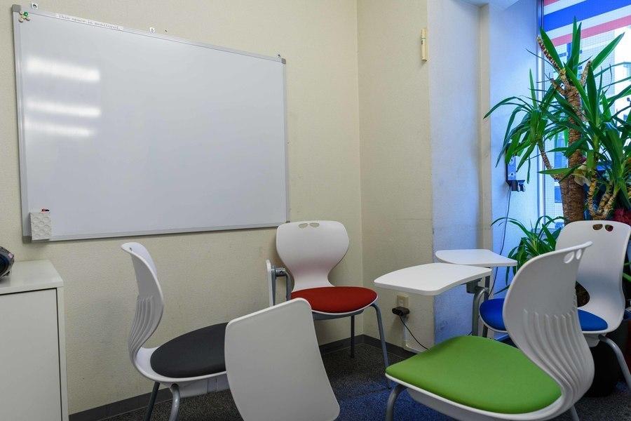 インスタント貸し教室 渋谷校 : 防音個室スペースCの会場写真