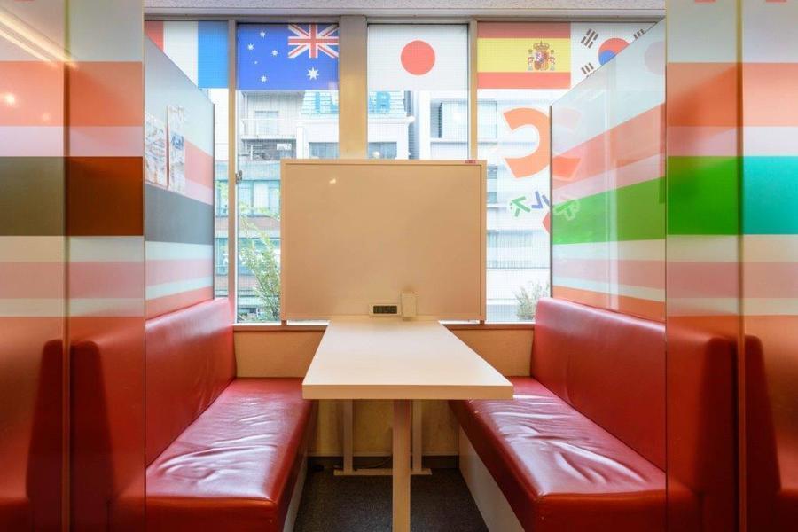 インスタント貸し教室 渋谷校 : 3・4名用カフェタイプのスペース Bの会場写真