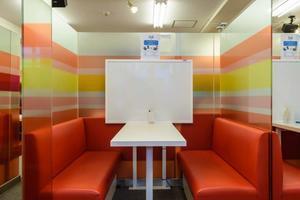 インスタント貸し教室 渋谷校 : 1・2名用カフェタイプのスペース Cの会場写真