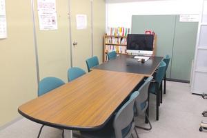 金山貸し会議室「デンファレ」 : ミーティングスペース(8名・営利可)の会場写真
