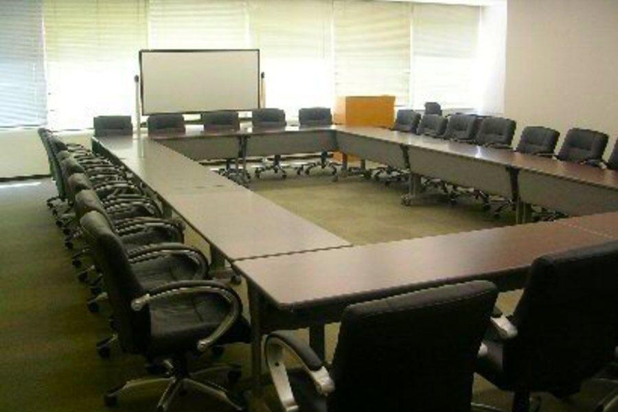 センタープラザ西館貸会議室 : 4号会議室の会場写真