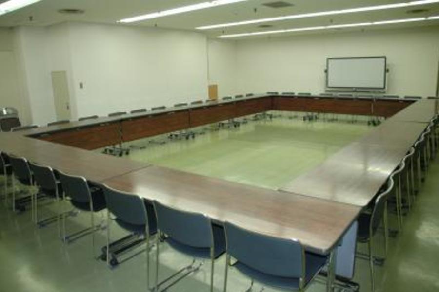 センタープラザ西館貸会議室 : 8号会議室の会場写真