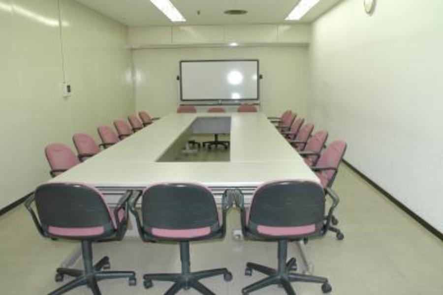 センタープラザ西館貸会議室 : 10号会議室の会場写真