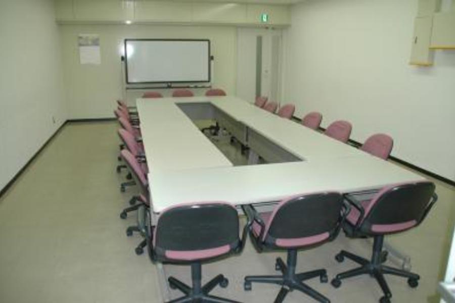 センタープラザ西館貸会議室 : 11号会議室の会場写真