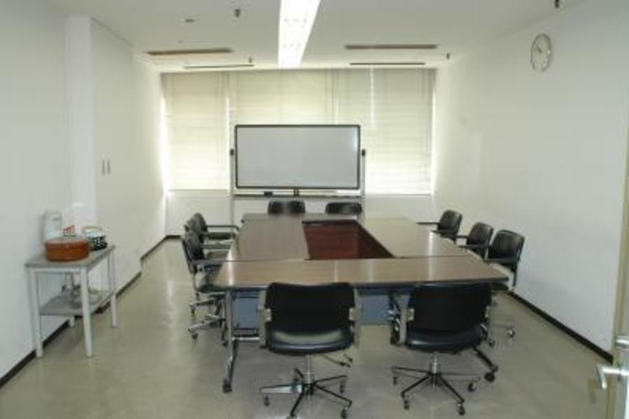 センタープラザ西館貸会議室 : 13号会議室の会場写真