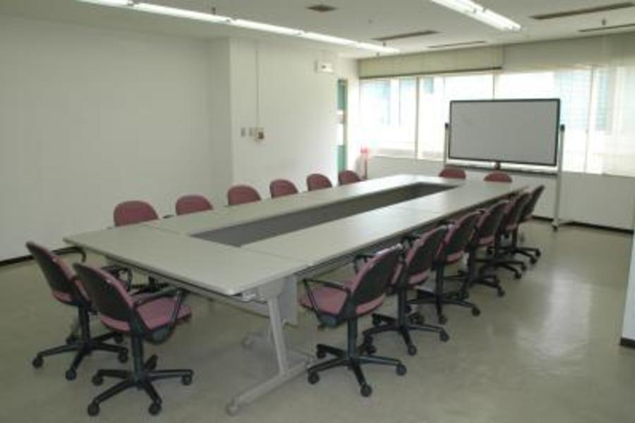 センタープラザ西館貸会議室 : 14号会議室の会場写真
