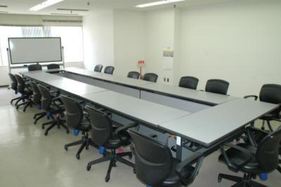 センタープラザ西館貸会議室 : 15号会議室の会場写真