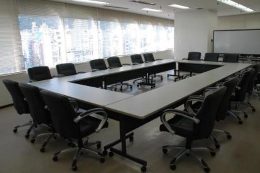 センタープラザ西館貸会議室 : 16号会議室の会場写真