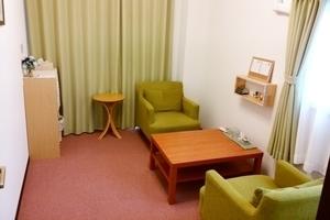 草津駅から徒歩5分、少人数の打ち合わせやセラピールーム等に使える個室スペースの写真