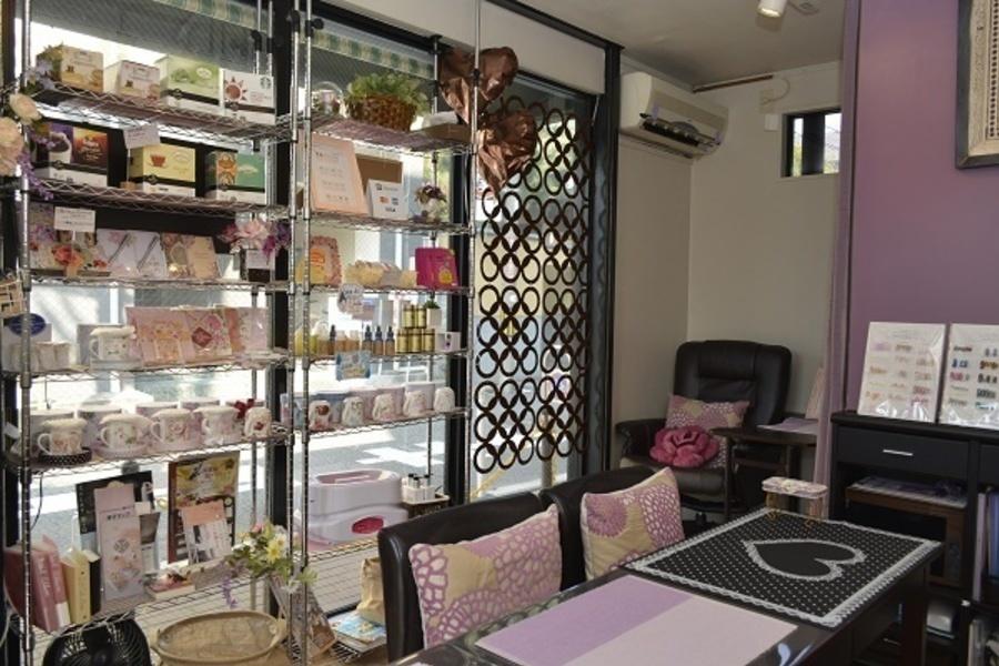 NailSalon&Shop MANUELA(ネイルサロンアンドショップマヌエラ) : 貸しテーブル席の会場写真