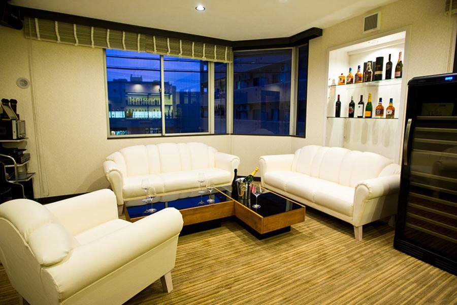 LuxuryPlace&Bar YOSHOKO : ワンフロアー貸切の会場写真