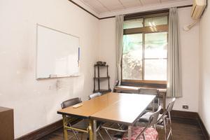 ワークショップや会議などに!8名まで収容可能のレンタル会議室の写真