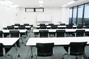 【西新宿】駅近!清潔感のある個室会議室(24~36名)の写真