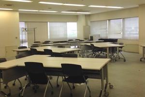 多摩永山情報教育センター/スマイルホテル東京多摩永山 : 教室D−1の会場写真