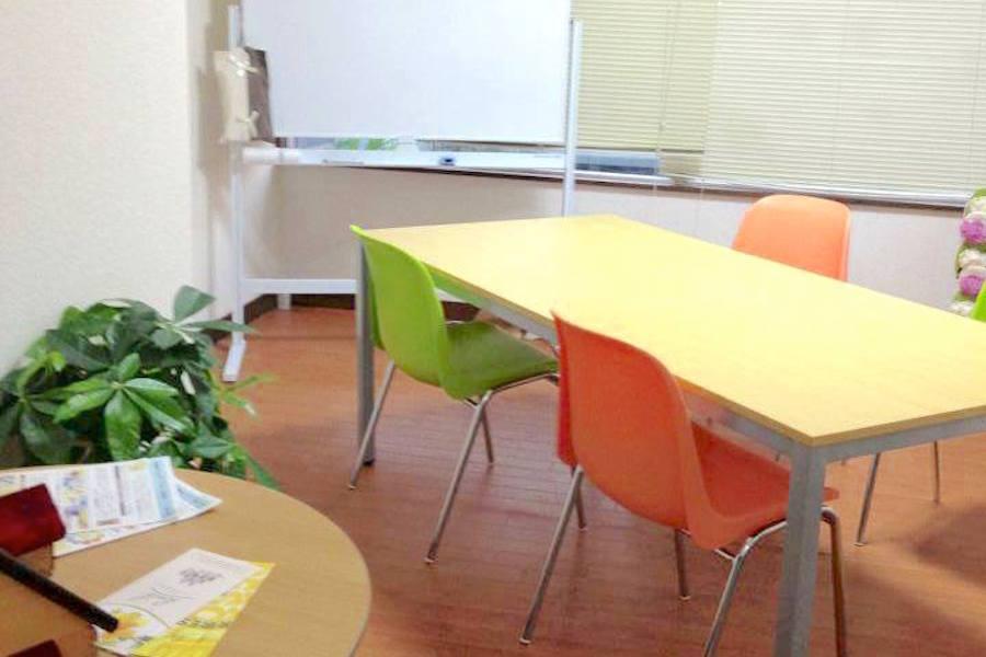 大和レンタルスペース「スマイルマルシェ」 : 8名用個室スペースの会場写真
