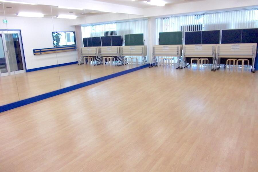 川口 貸し教室「いずみカルチャースクール」 : 20名用個室スタジオの会場写真
