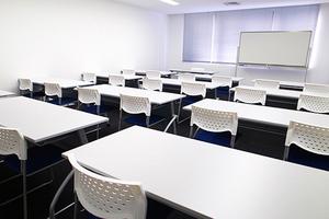 【御茶ノ水駅近】セミナーやレッスンに最適!〜24名 会議室④の写真