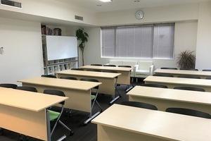 【恵比寿】高級感がある日差しの明るい貸し会議室(定員24名)の写真