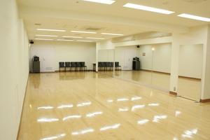 8m壁面鏡貼り! 大人数のレッスンやワークショップに最適スタジオ!の写真