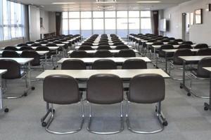 展示会や試験会場にも!最大141名様ご利用可能な会議室の写真
