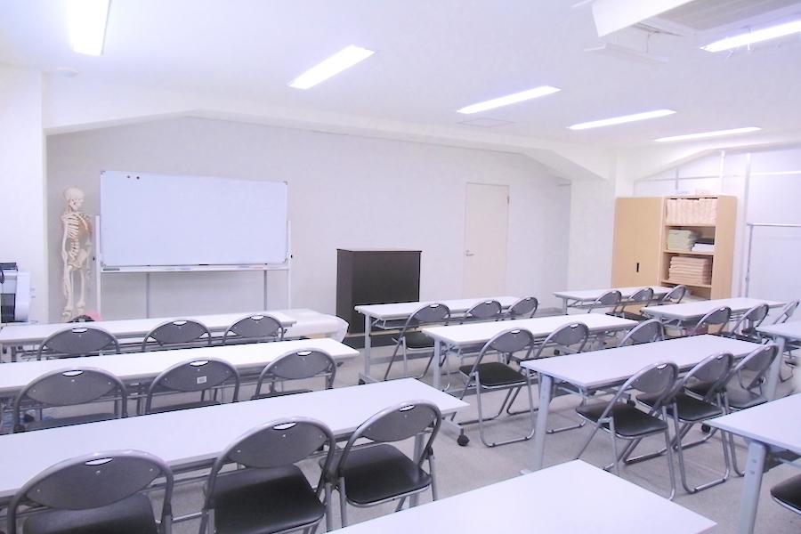 市ヶ谷 貸し会議室 : 会議室(36名収容)の会場写真